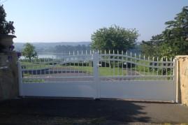 portails en aluminium blanc