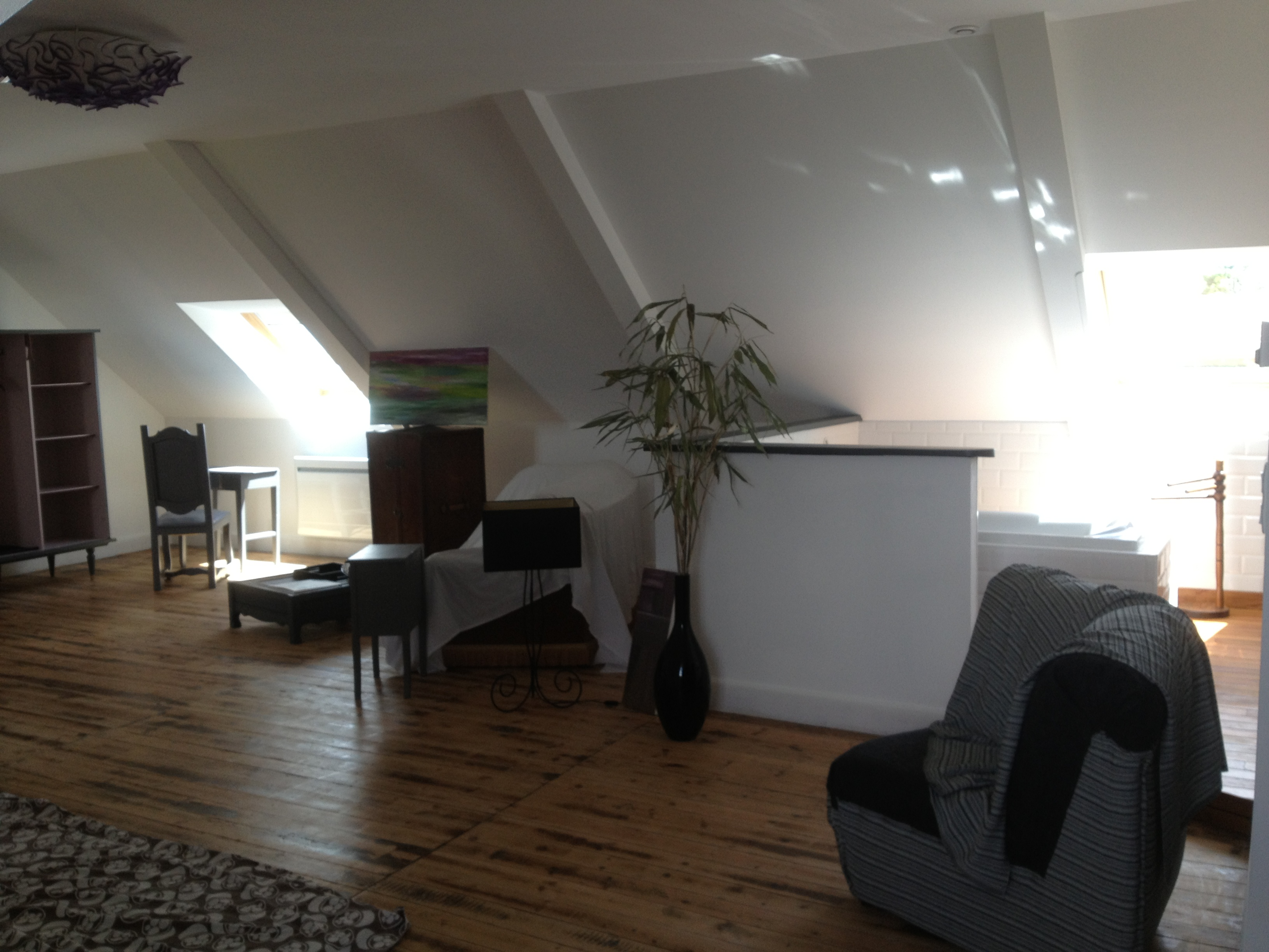 mobilier. Black Bedroom Furniture Sets. Home Design Ideas
